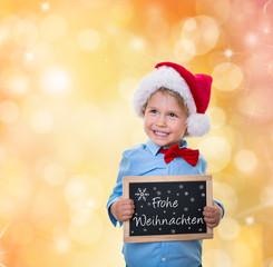 süßes kind zu weihnachten mit tafel