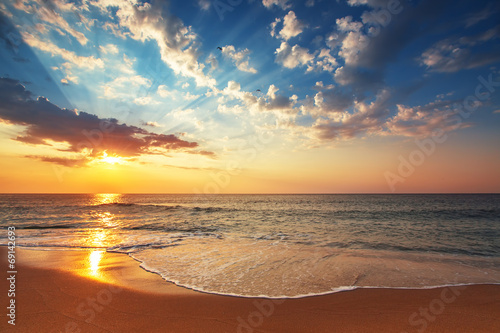 Tuinposter Meloen Beautiful cloudscape over the sea, subeam