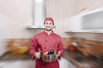 Chef en cocina con efecto zoom y vegetales crudos