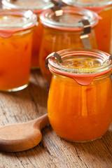 Hausgemachte Marmelade aus Melonen im Glas