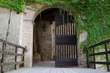 Ponte levatoio del castello di Pallotta a Caldarola