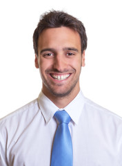 Portrait eines lachenden Geschäftsmanns mit blauer Krawatte
