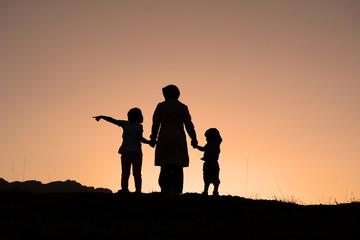 anne ve çocuklarının gezisi