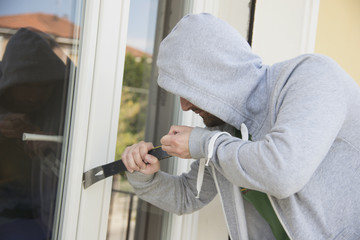 burglars stealing home