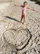 Un grande cuore sulla sabbia