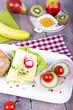canvas print picture - Obstfrühstück mit belegten Brötchen