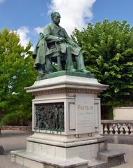 statue de Pasteur