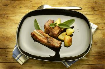 Costicine di maiale Rack of pork ribs Rack mit schweinerippchen