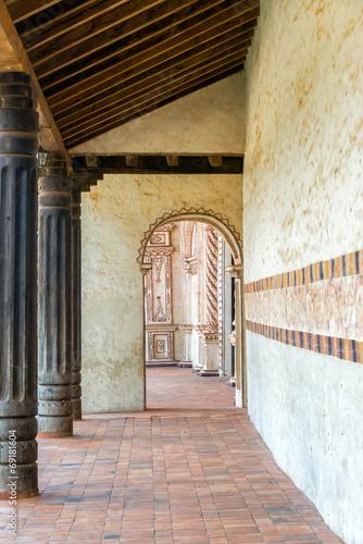 Papiers peints Amérique du Sud San Javier Church Corridor