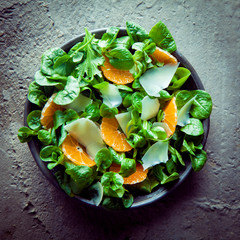 Valanenaella locusta salad with mandarins
