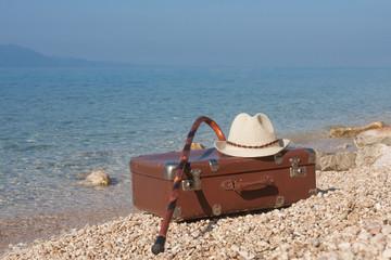 Vintage Leder Koffer am Strand