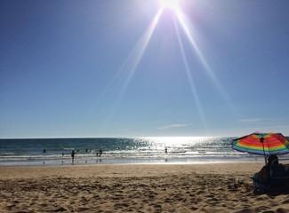 rayos de sol en la playa