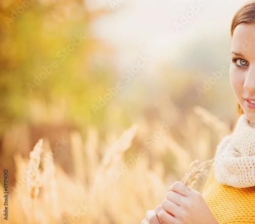 Leinwandbild Motiv Autumn girl