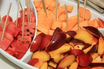 anguria melone a pezzi piatto estivo