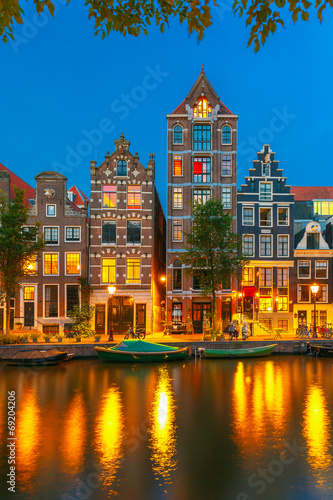 Deurstickers Amsterdam Night city view of Amsterdam canal with dutch houses