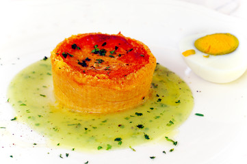Pie in tomato sauce with aromatic herbs