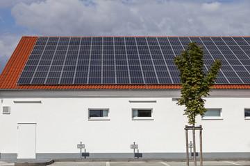 Haus mit Solaranlage © Matthias Buehner