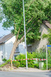 Baum  gegen Hausgiebel gestürzt - 69207450
