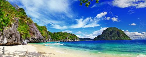 Leinwanddruck Bild wild tropical beach panorama - tropical escape