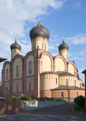 Успенский собор в Пюхтицком монастыре летним утром. Эстония