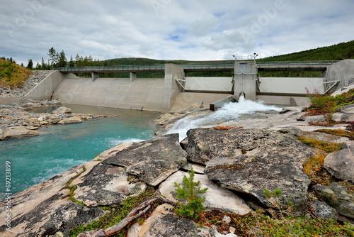 Leinwanddruck Bild Piękny krajobraz Norweski, zapora wodna