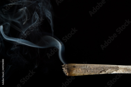 joint with smoke - 69216080