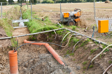 Grundwasserabsenkung - Pumpe mit Saugleitungen und Sammelleitung