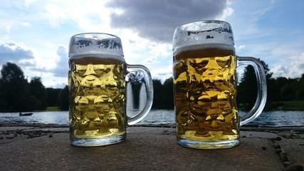 Helles und Radler zwei Mass Bier