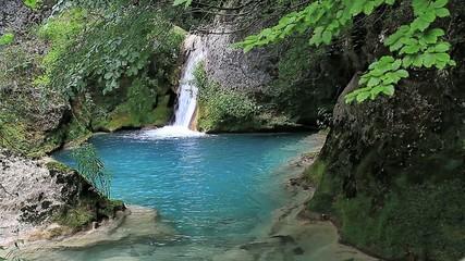 Cascada azul six