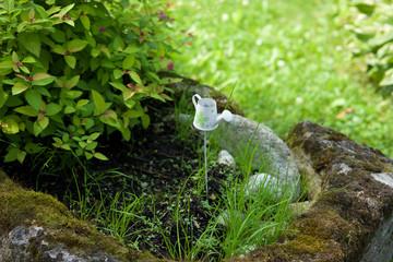 Steintrog im Garten