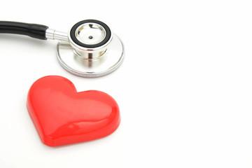 医療イメージ―聴診器とハートのおもちゃ
