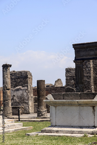 canvas print picture Ruinen am Apollo-Tempel in Pompeji