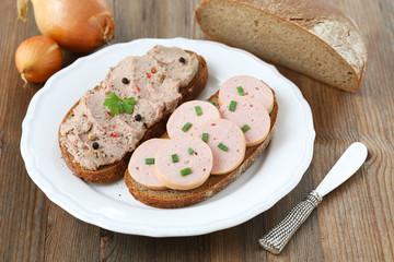 Roggenbrote mit Fleischwurst und Leberwurst