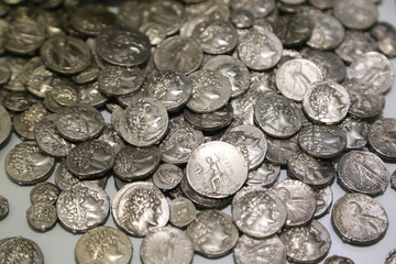 Lot of antique Roman coins.