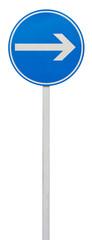 obligation de tourner à droite avant le panneau
