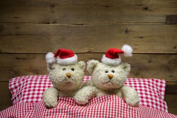 Liebespaar: zwei Teddybären als lustige Weihnachtskarte