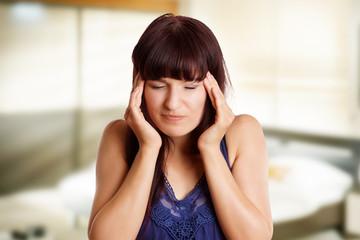 Mädchen hat Migräne