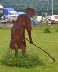 sculpture...femme au jardin