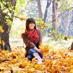 Woman rest on the nature, autumn outdoor.