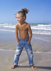 In jeans sul bagnasciuga