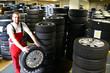 Reifenlagerung in Werkstatt // Warehouse with tires