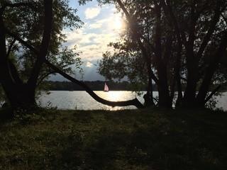 Segelboot in der Abendsonne
