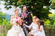 canvas print picture - Hochzeitspaar mit Blumenkindern