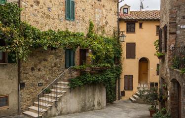 Antico borgo medievale toscano