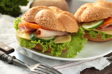 Sandwiches with ham, cheese and fresh vegetables