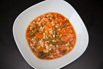 Minestrone, italienische Gemüsesuppe