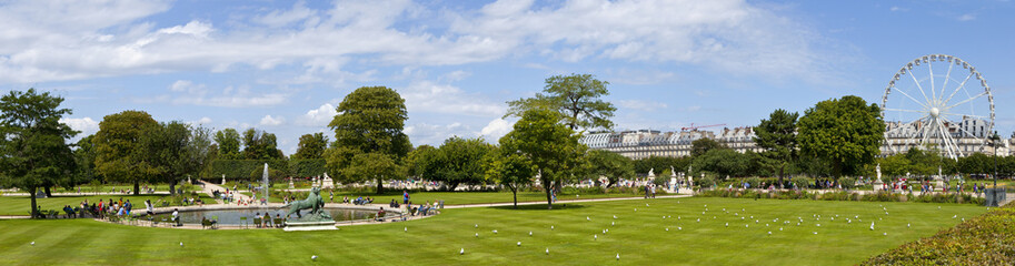 Jardin Tuileries in Paris