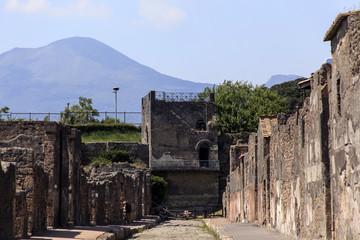 Mercurio Turm in Pompeji - via mercurio mit Blick auf den Vesuv