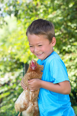 Bengel hat ein Huhn gefangen