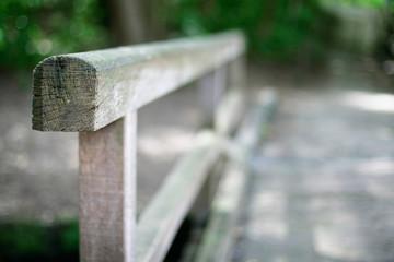 Holz - Geländer im Wald